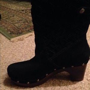 Women's leather/sheepskin Uug boot sz.6. Black